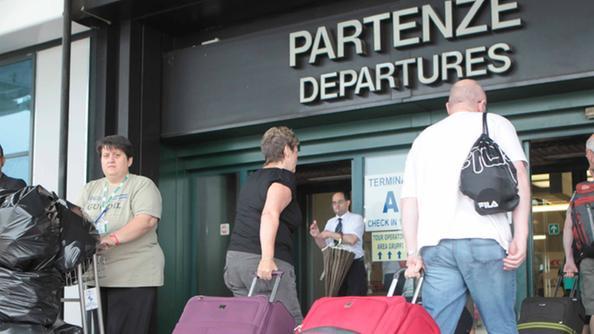 Aeroporto Verona Arrivi : Partì da verona il terrorista affiliato all isis città