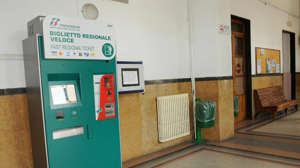 Biglietteria a mezzo servizio in stazione viaggiano i - Distanza tra stazione porta nuova e arena di verona ...