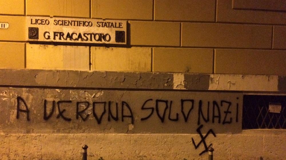 Tornano scritte e svastiche sul muro del liceo Fracastoro ...