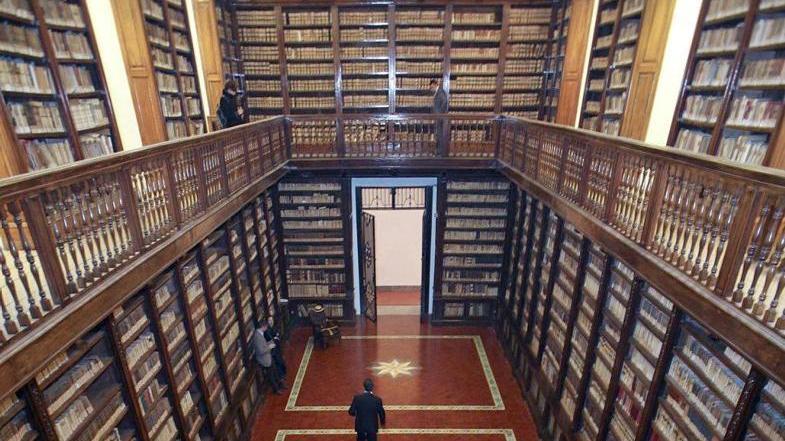 Furto di libri antichi il bottino era a verona home l - Distanza tra stazione porta nuova e arena di verona ...