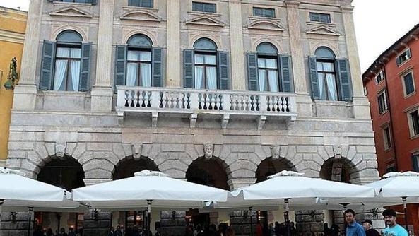 Il vittorio emanuele riapre le porte alla citt home for L esterno del ristorante sinonimo