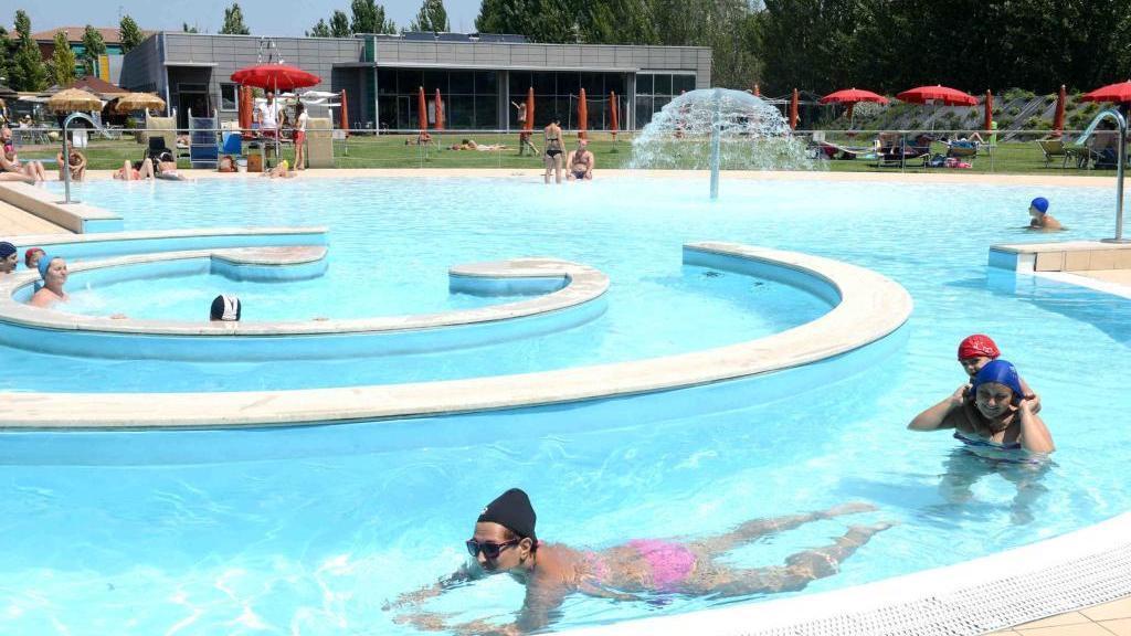 Tuffi lotteria e grigliata tutto il quartiere in piscina - Distanza tra stazione porta nuova e arena di verona ...