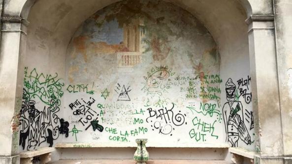 Affordable villa balladoro affreschi sfregiati with for Disegni di ville