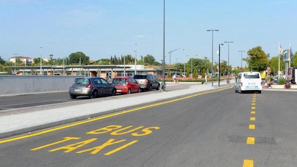 Stazione scattano le multe sulla corsia preferenziale - Distanza tra stazione porta nuova e arena di verona ...