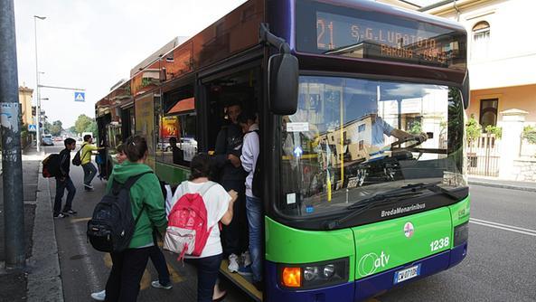 Bus 21 strapieno i passeggeri sono infuriati citt l 39 arena - Distanza tra stazione porta nuova e arena di verona ...