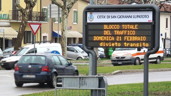 Aria inquinata il centro chiuso alle auto s giovanni l - Piscina san giovanni lupatoto ...