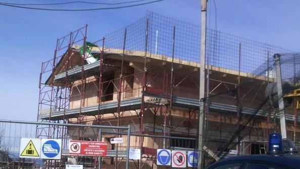 Villa fuori posto sulla collina il cantiere sotto for Fuori piani di costruzione
