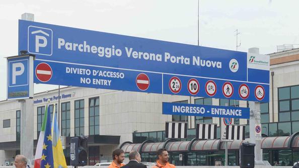Parcheggio selvaggio a porta nuova pi risalto al garage - Distanza tra stazione porta nuova e arena di verona ...