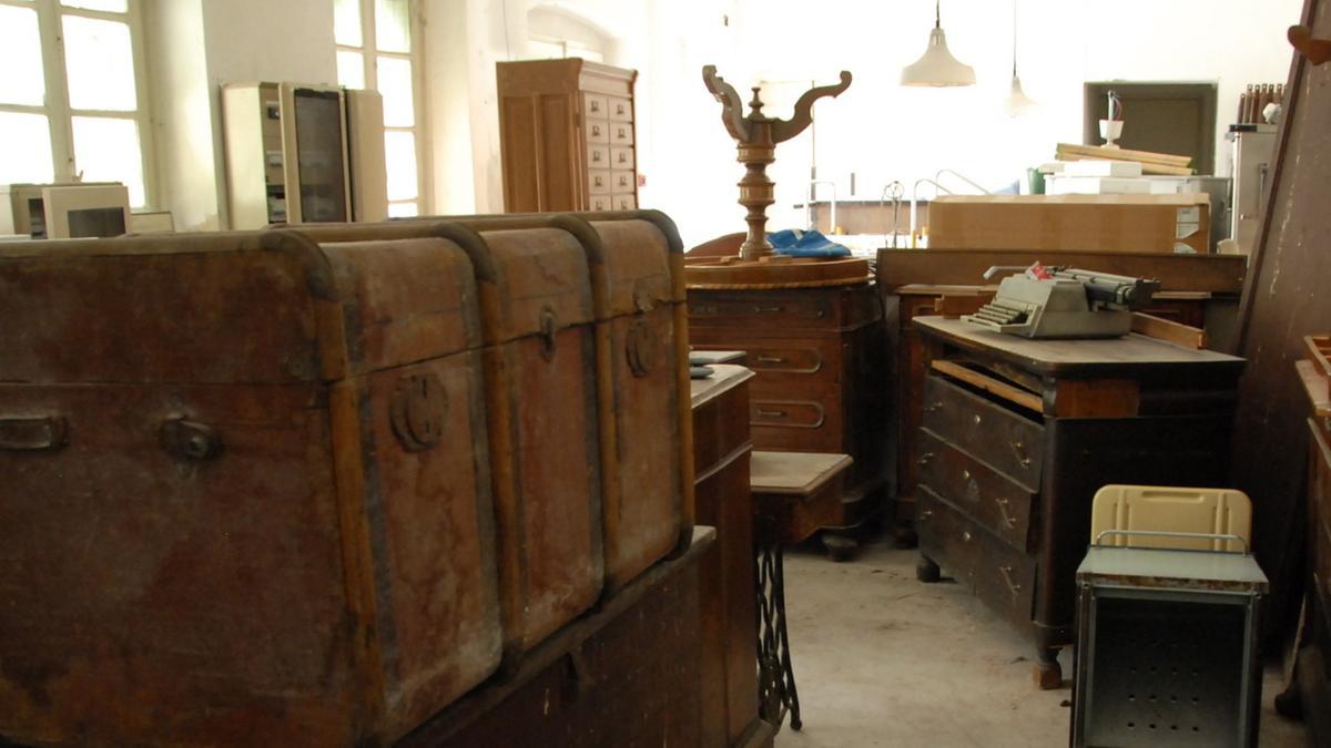 Mobili statue e documenti il tesoro della casa di for Arredamenti case di riposo
