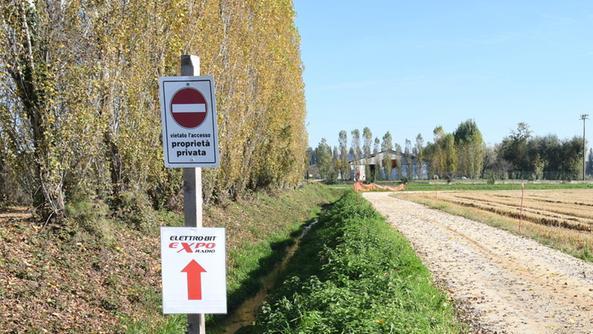 Palariso la via contesa finisce in tribunale isola for Strada privata