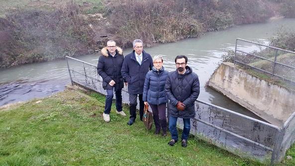 Il presidente Pastorello con tre sindaci dell'Unione  in riva al Fratta