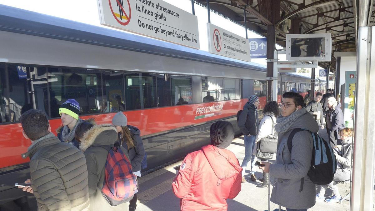 Treni stangata pendolari in rivolta citt l 39 arena - Mezzi pubblici verona porta nuova ...