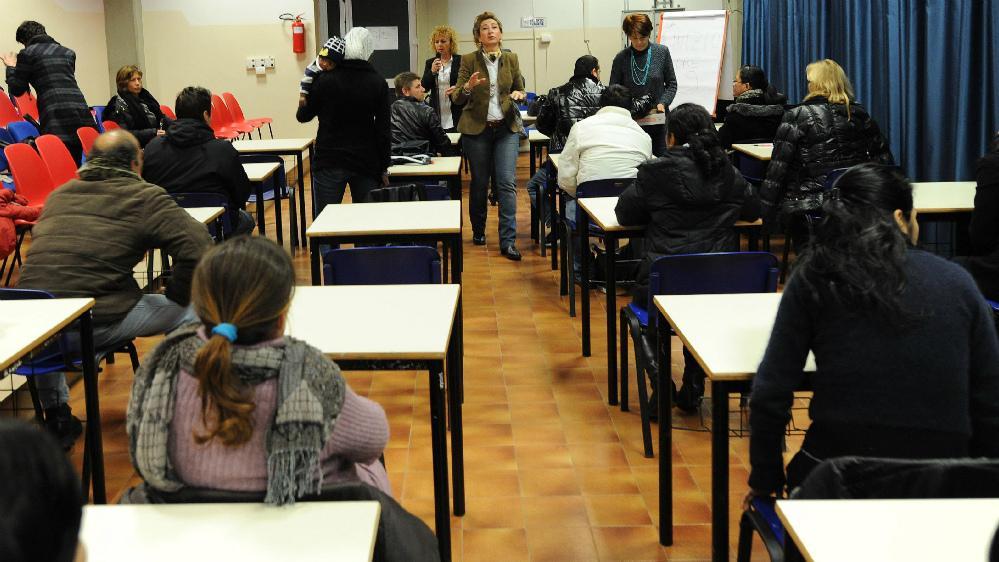 Test d'italiano per stranieri, si fanno sostituire: arrestati ...