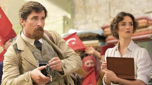 Charlotte Le Bon e Christian Bale in una scena del film «The Promise»