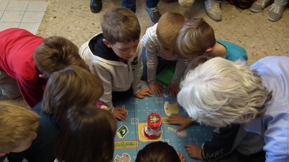 Lezione di domotica agli adulti impartita dai bambini