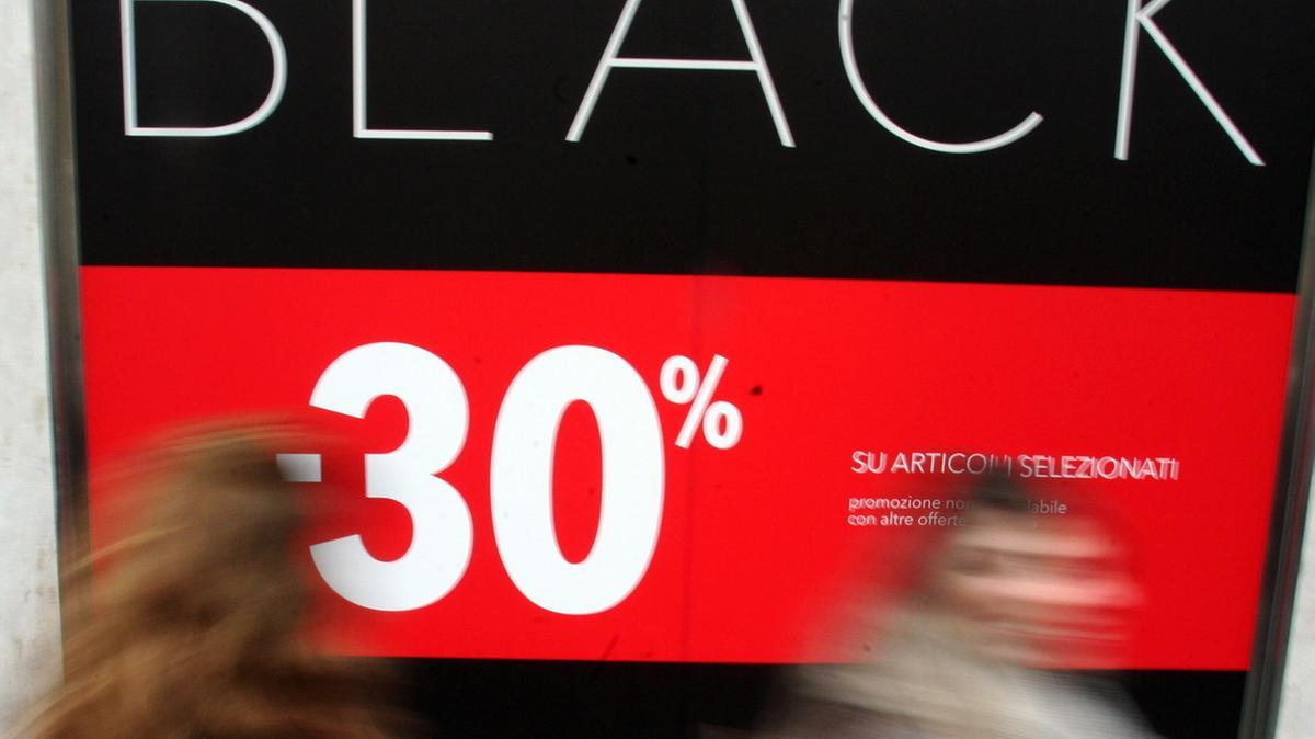 Centri commerciali il black friday porta il pienone - Black friday porta di roma ...