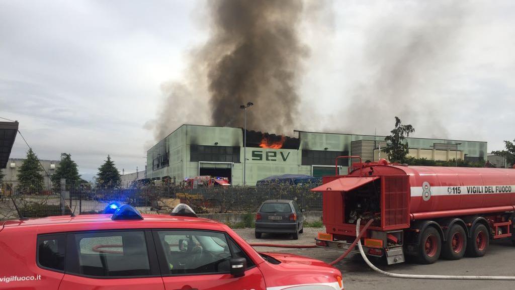 Risultati immagini per povegliano fabbrica sev 2.0 in fiamme