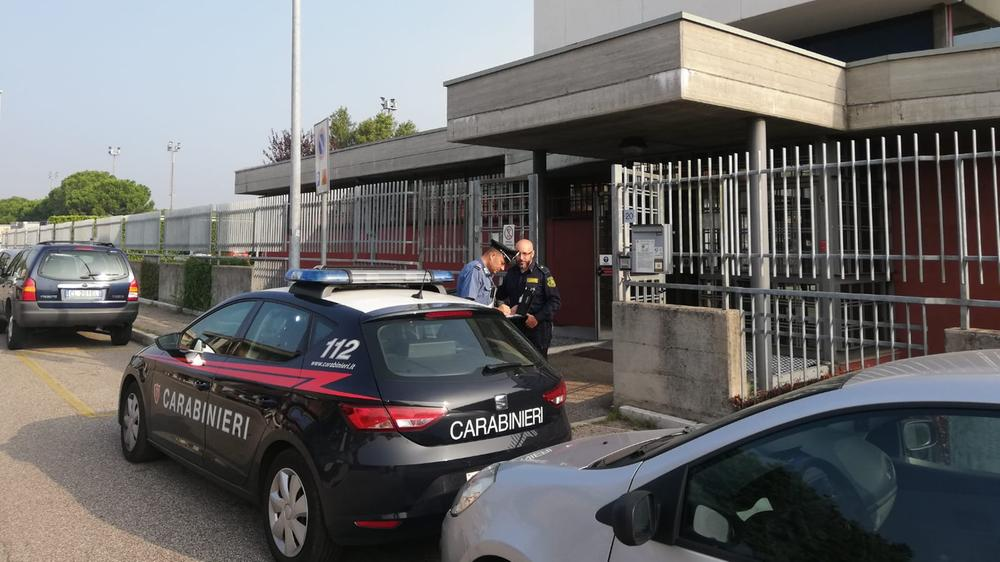 I carabinieri in via Germania