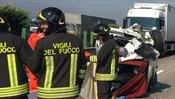 Un incidente in autostrada (foto Archivio)