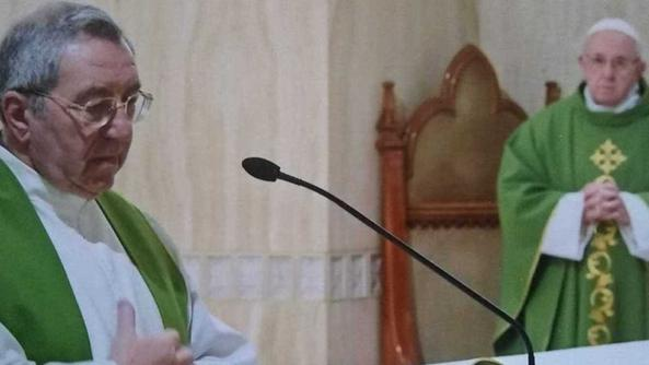 Don Ilario Rinaldi e papa Francesco alla messa in Santa Marta