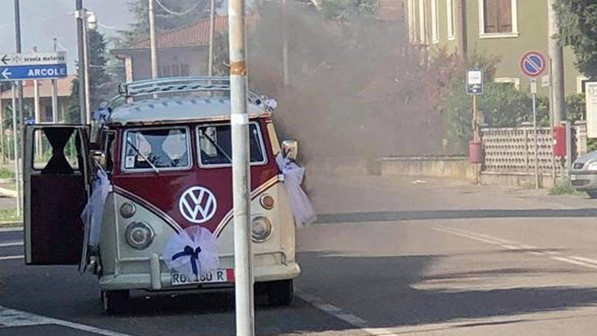 L'auto della sposa s'incendia, nozze roventi - L'Arena