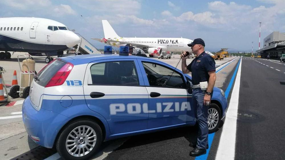 La polizia all'aeroporto Catullo