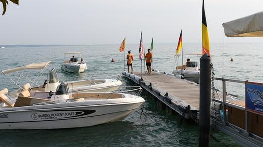 Barche, il mercato resta a galla