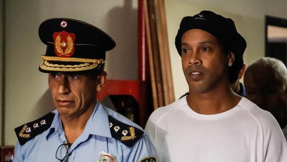 Calcio: Paraguay, Ronaldinho rimane in carcere