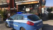 La polizia davanti all'Orange Food