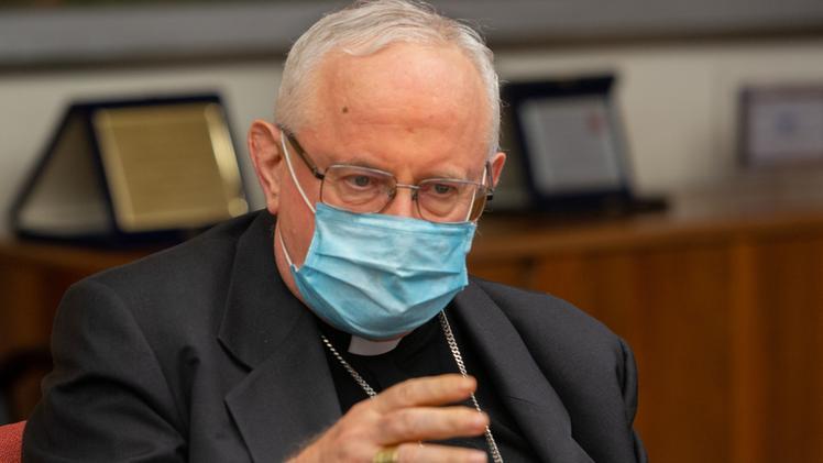 Messa Con Il Vescovo Nel Capannone Della Fiera Ingresso Contingentato