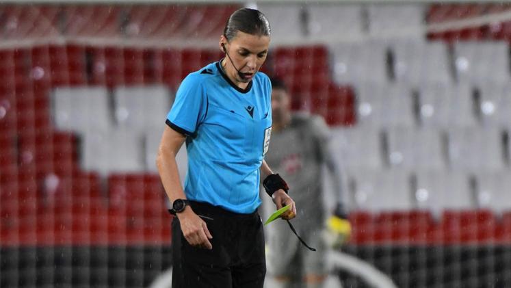 L'arbitro Stephanie Frappart
