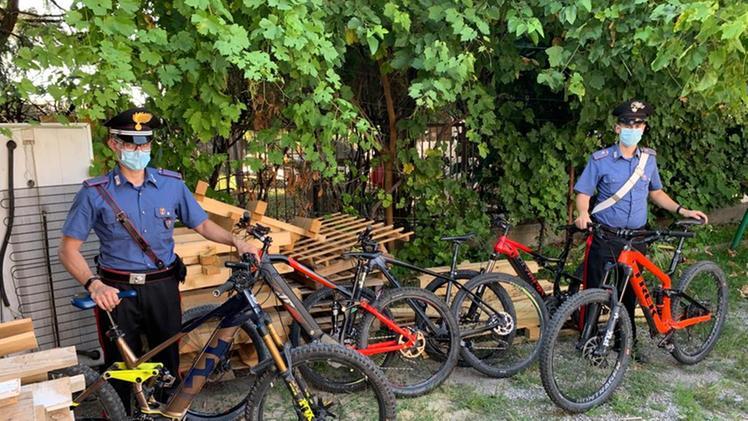 Biciclette rubate ritrovate grazie al gps nascosto sotto una sella