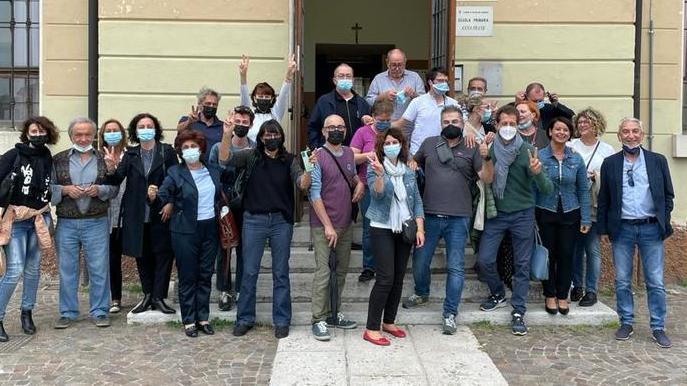 """Roberta Tedeschi with her """"squad"""" in Povegliano"""